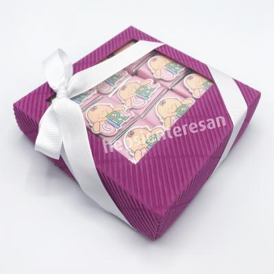 karton kutuda kız bebek çikolataları