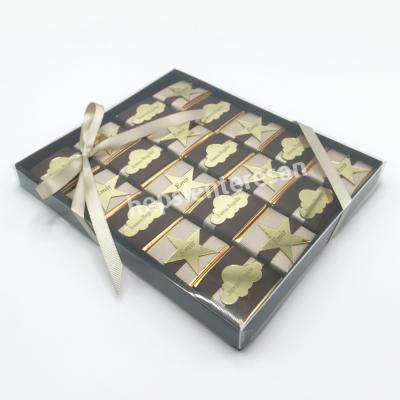 karton kutuda isme özel erkek bebek çikolataları
