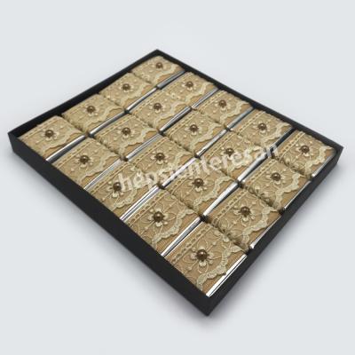 asetat kutuda boncuklu çikolatalar