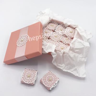 karton kutuda incili çikolatalar