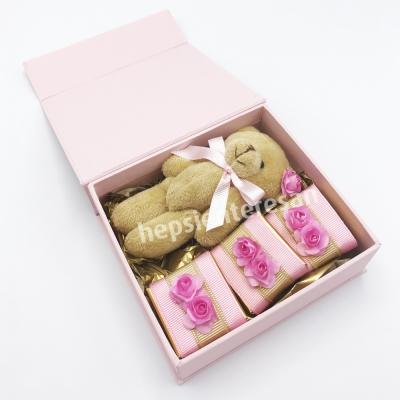 pembe kutuda ayıcıklı çikolatalar