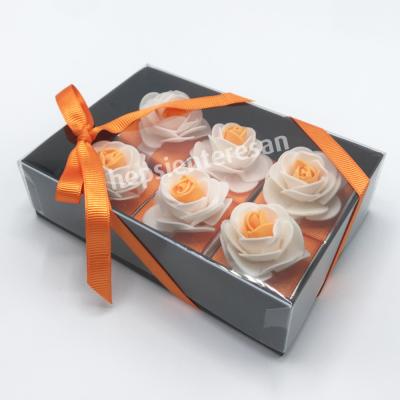 karton kutuda turuncu çiçekli çikolatalar