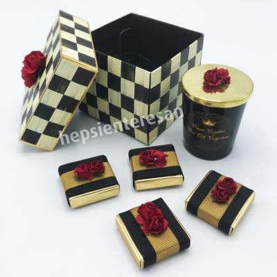 damalı kutuda mumlu çikolata