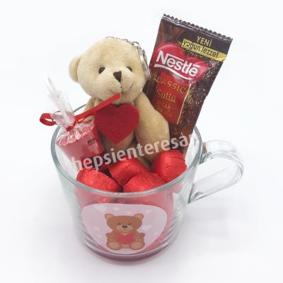 sevgiliye cam kupada ayıcık ve çikolatalar