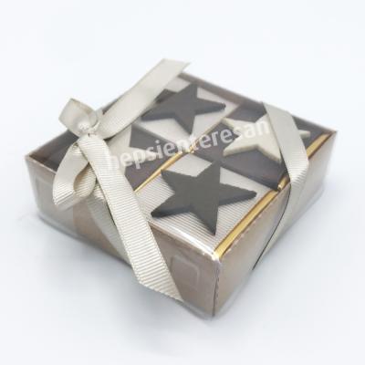 karton kutuda yıldız çikolatalar