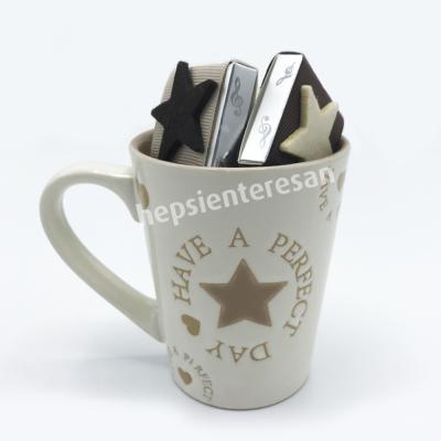 yıldız kupa ve çikolatalar