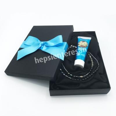 hematit, sedef, oniks ve  kristal taşlı kolye, el kremi ve şal seti