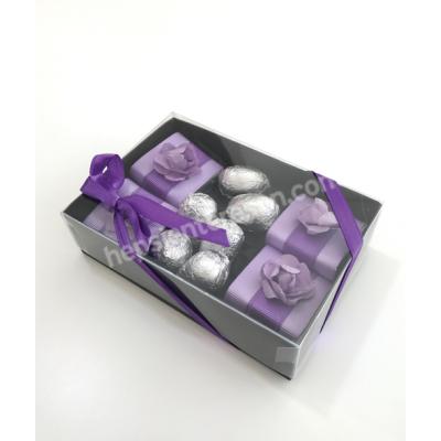 karton kutuda mor çikolatalar