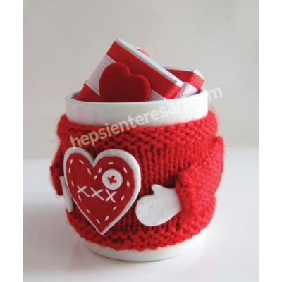 çikolatalı kırmızı örgü kupa